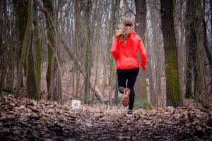 Laufen mit Farbe in der dunklen Jahreszeit